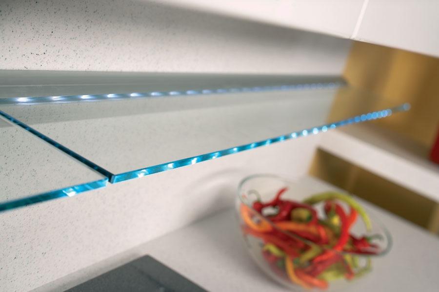 Подсветка стеклянной полки светодиодной лентой